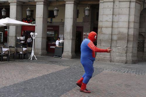 смотреть спайдермен: